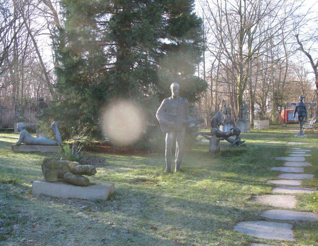 Huzursuz Anıtlar, 28 Nisan'a kadar, Zilberman Gallery